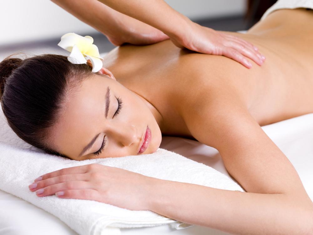 Beautiful woman having relaxing massage  in spa salon